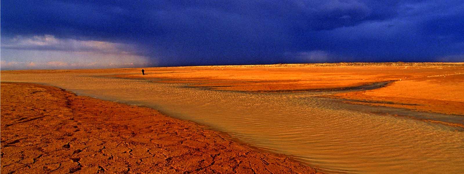 W5625B-Dramatic-Jordan-desert-scene-stretch